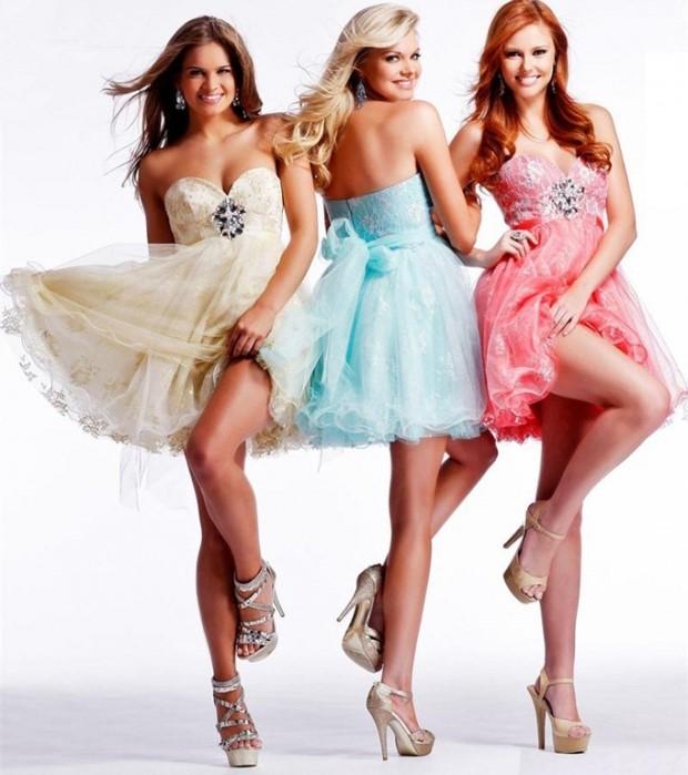 Пышные платья с нарядными босоножками на шпильке смотрятся идеально.