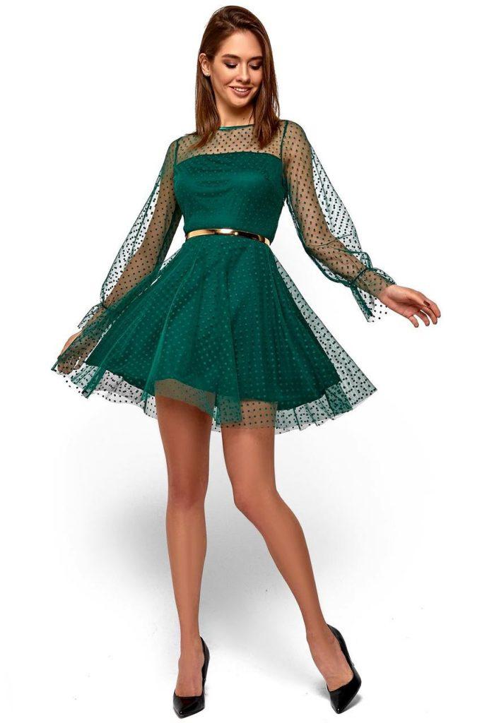 Черные туфельки отлично дополнят зеленое летнее платье.