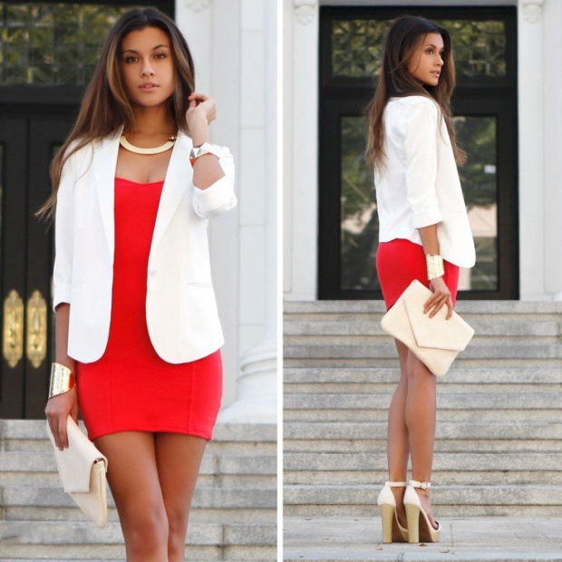 Нюдовые туфли отлично дополняют красное платье.