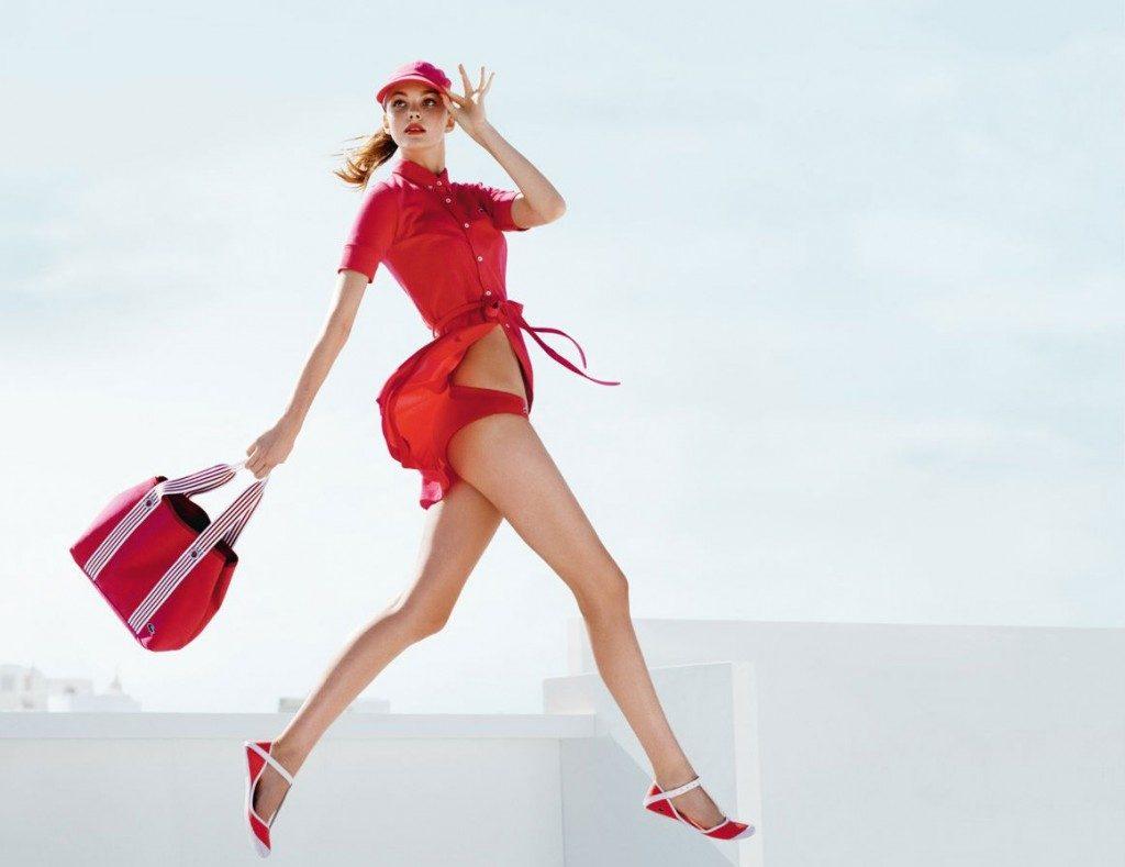 Легкость походки в платье напрямую зависит от качества обуви.