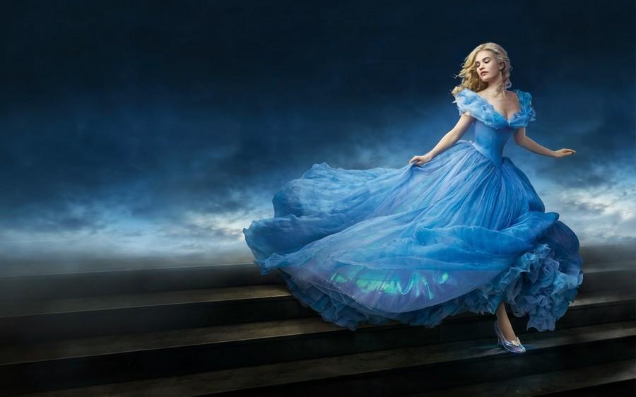 Для платьев в стиле принцессы подходят изящные туфли на небольшом каблуке.