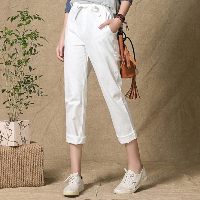 Льняные брюки и мокасины - идеальное летнее сочетание.
