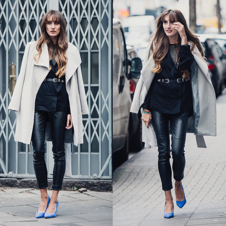Ярко-синие туфли отлично дополнят черные кожаные брюки.
