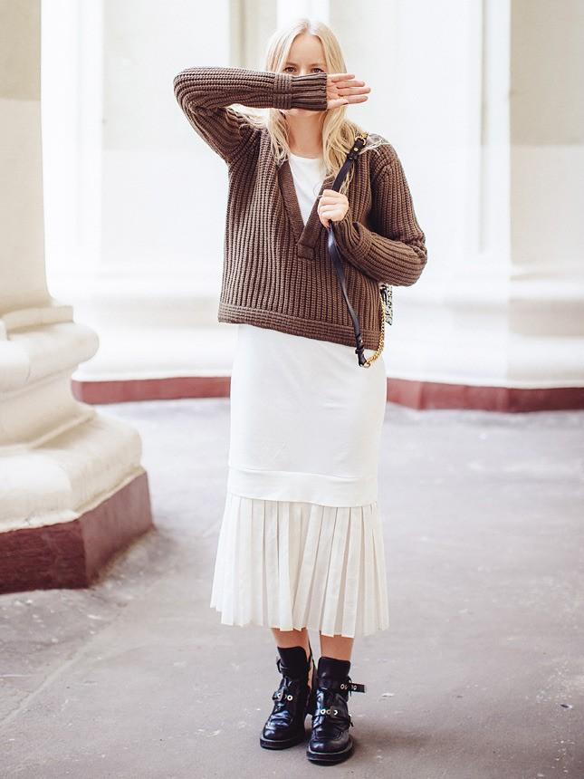 Легкое платье и грубые ботинки - отличное сочетание для смелых девушек.