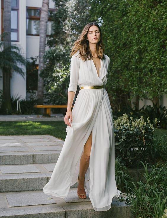 Ансамбль в греческом стиле: платье-тога и сандалии-гладиаторы.