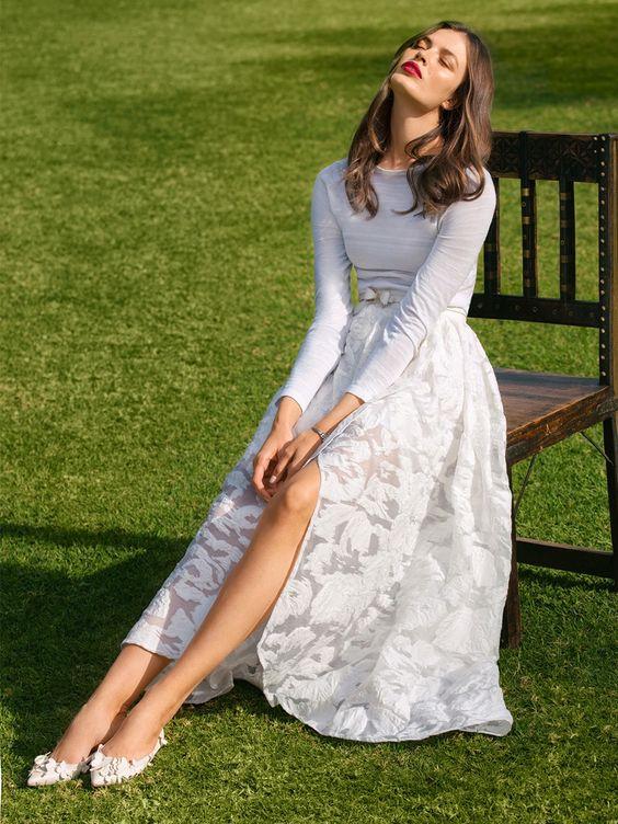 Балетки прекрасно смотрятся с нарядным платьем в пол.