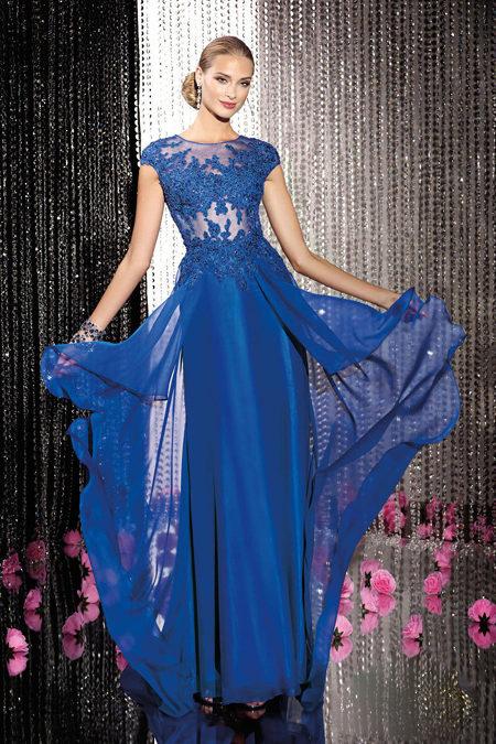 Элегантное длинное платье создано для особого случая.