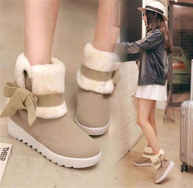 Милые ботинки на плоской подошве отлично дополнят романтичный образ.