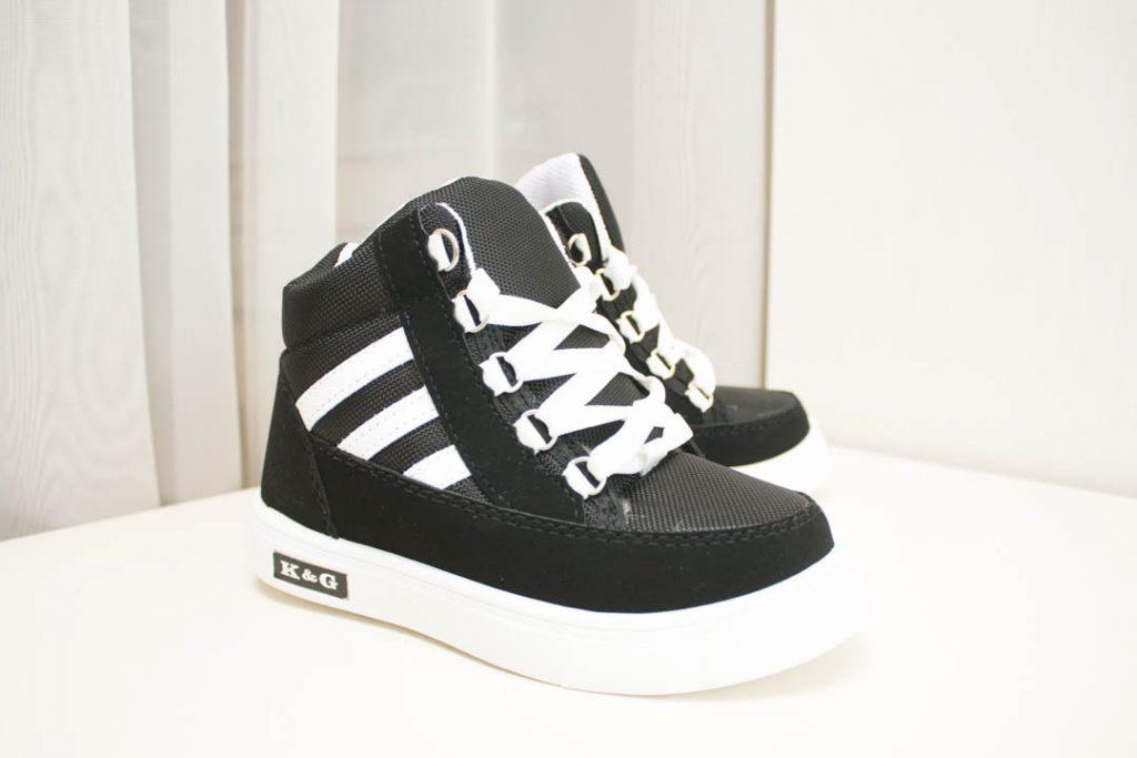 В моде контрастное сочетание цветов для ботинок.