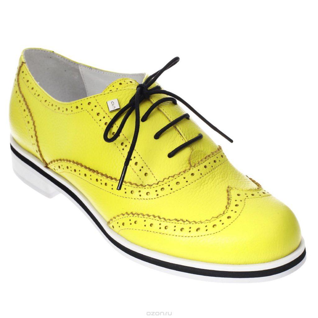Трендовая модель сезона - эффектные лимонно-желтые броги.