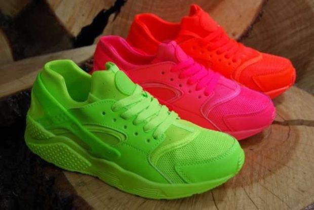 Спортивная обувь кислотных оттенков на пике популярности.
