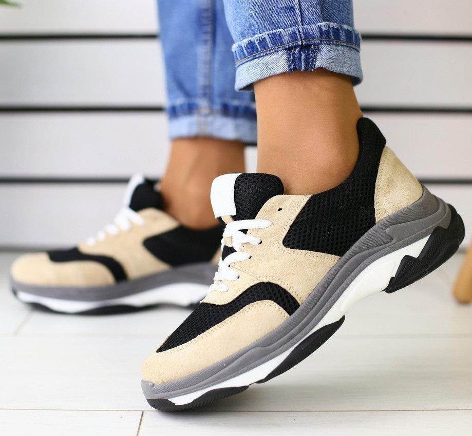 Сетчатый текстиль и замша - интересная комбинация для модных кроссовок.