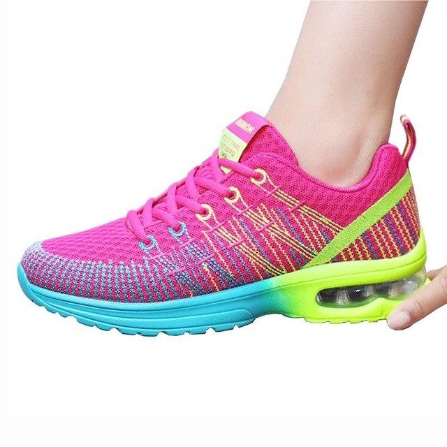 Дышащие текстильные кроссовки - яркое и удобное решение для лета.