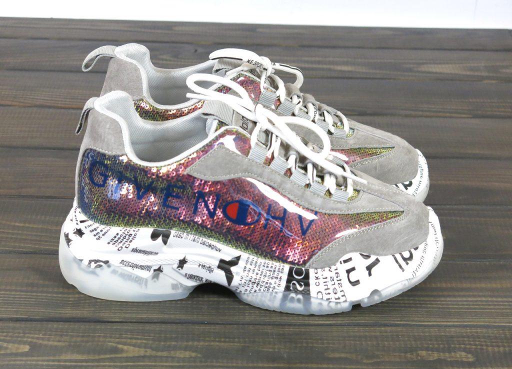 Трендовые кроссовки с принтами, пайетками и высокой платформой.