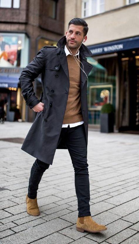 Узкие черные джинсы, черный тренч и замшевые светло-коричневые челси.