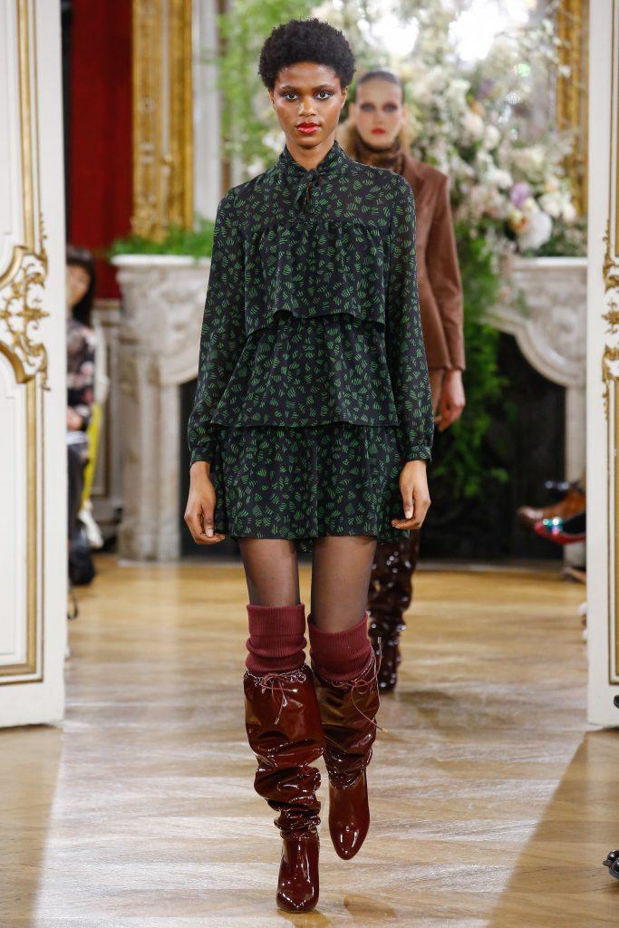 Лакированные сапоги с гармошкой — модная тенденция от дизайнеров.
