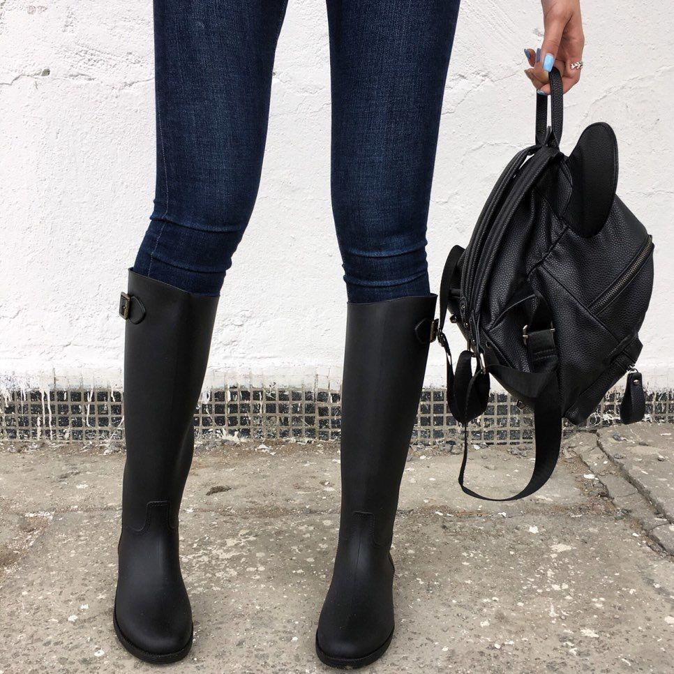 Сапоги до колена делают ноги более подтянутыми.