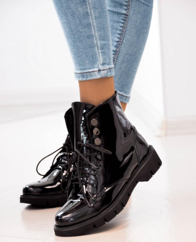 Ботинки должны хорошо сидеть на ножке, не вызывая болевых ощущений.