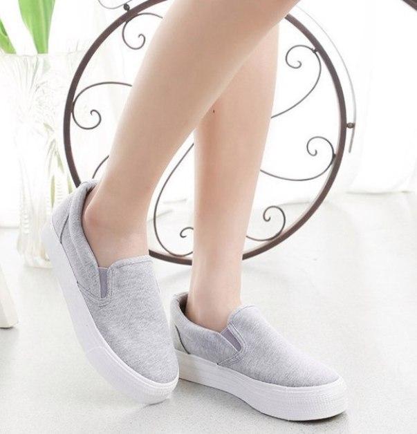 Носки-невидимки полностью прячутся в обувь и не видны даже вблизи.