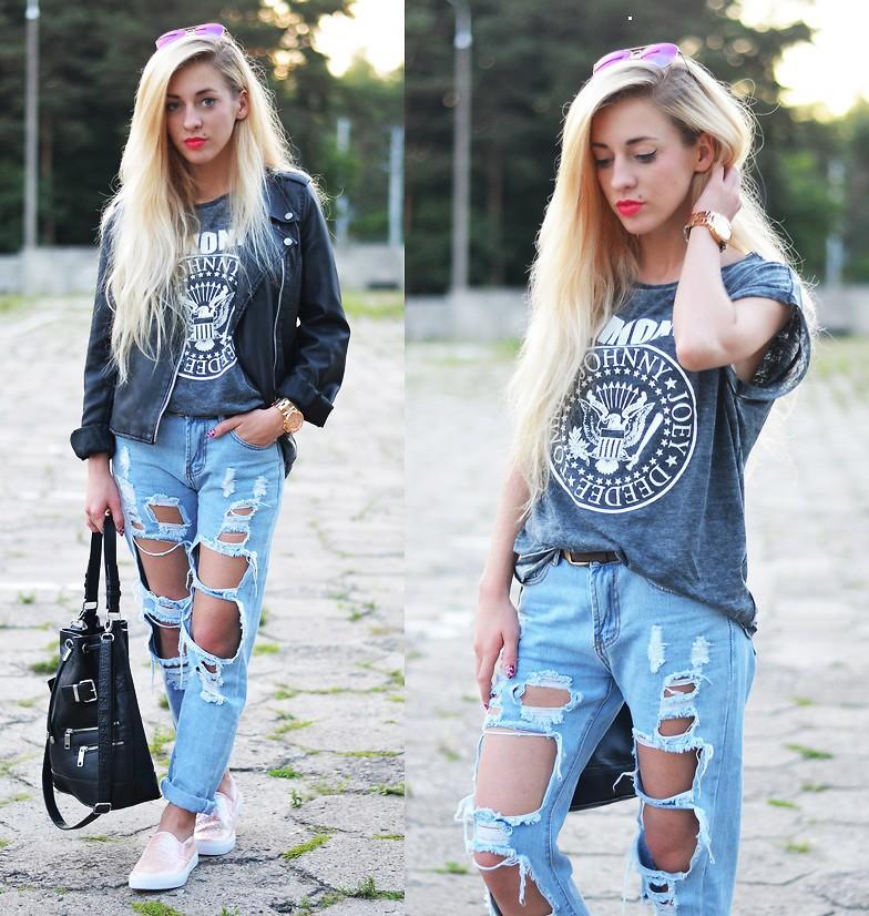 Стильный лук с рваными джинсами и светлыми слипонами.
