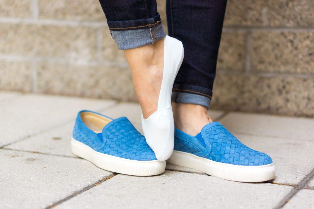 Незаметные носочки вполне уместны в сочетании со слипонами, их предназначение - обеспечивать комфорт.