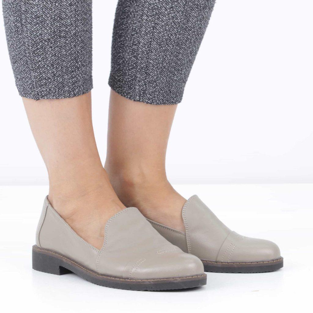 Обувь должна хорошо «сидеть» на ноге, не сдавливая ее.