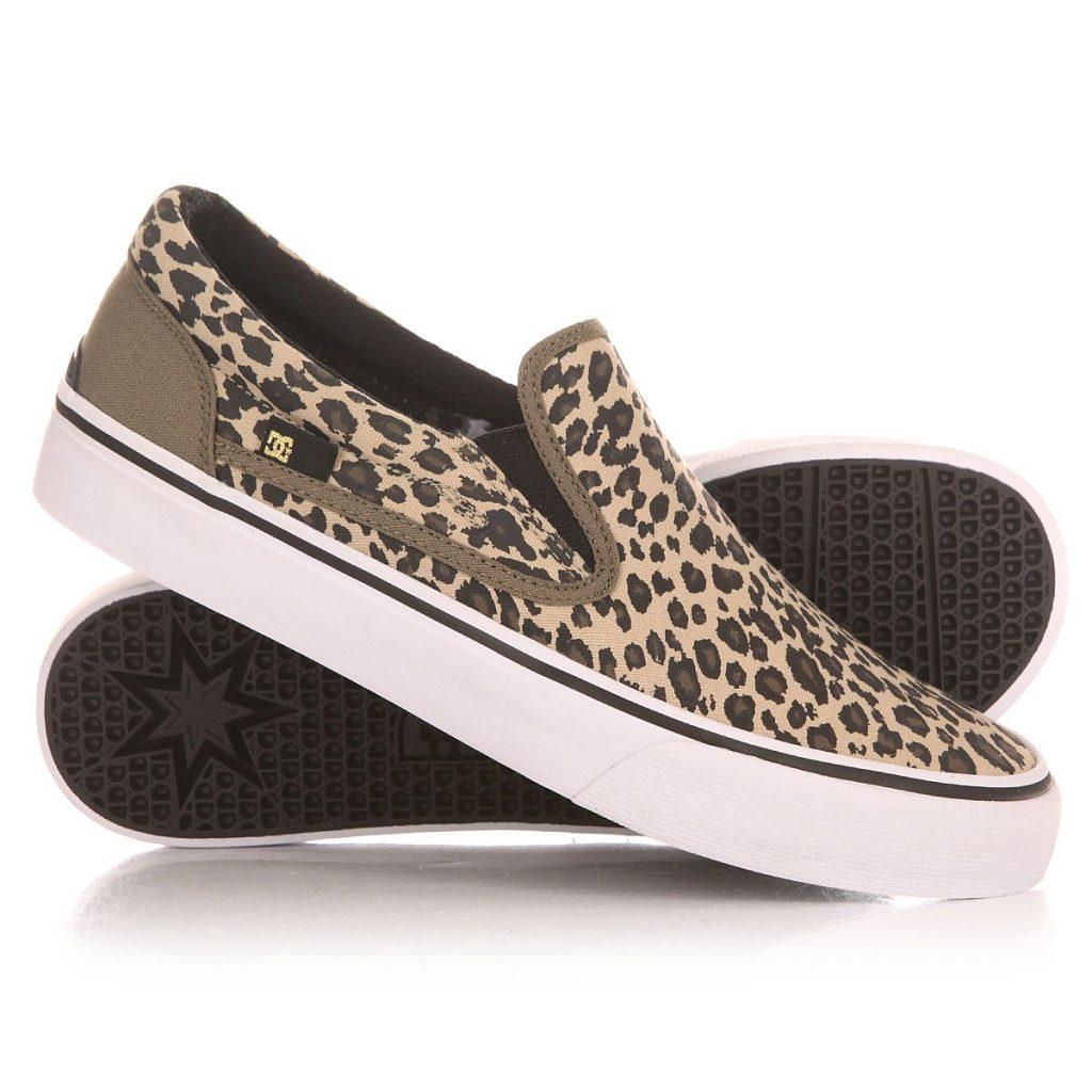Леопардовые слипоны станут модной деталью летнего гардероба.