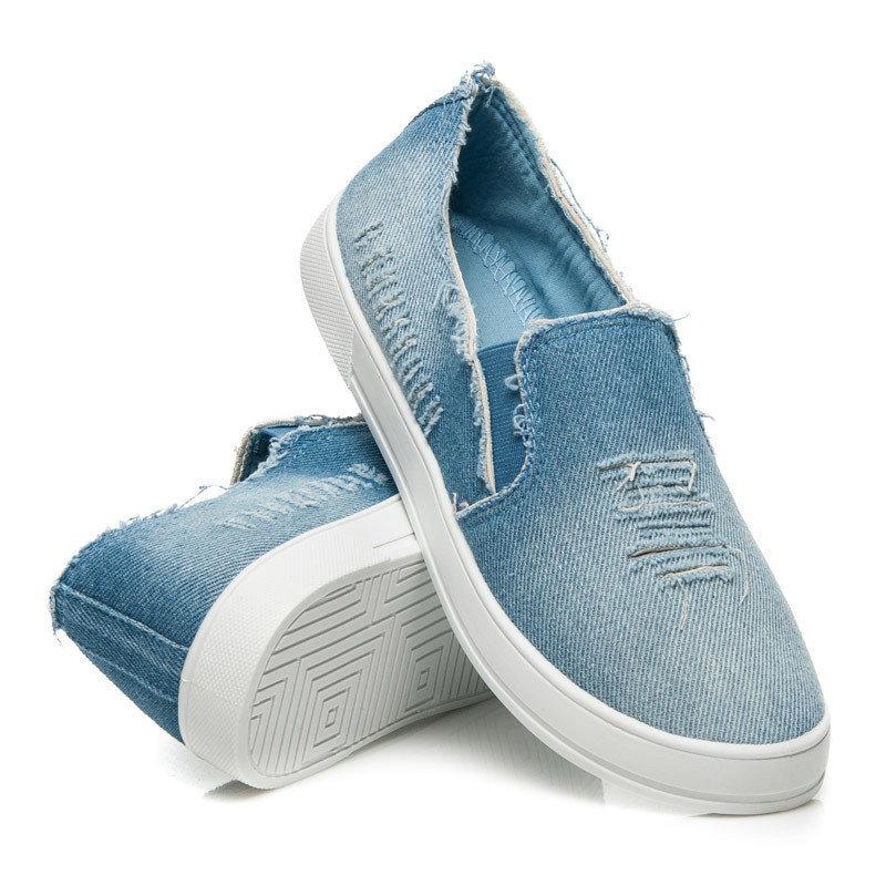 Эффектные джинсовые слипоны всегда актуальны для повседневных луков.