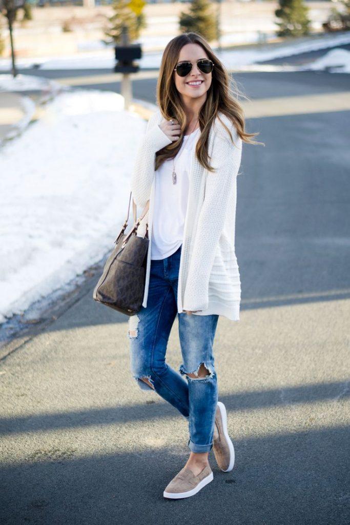 Слипоны отлично смотрятся в сочетании с джинсами и пиджаком или блейзером.