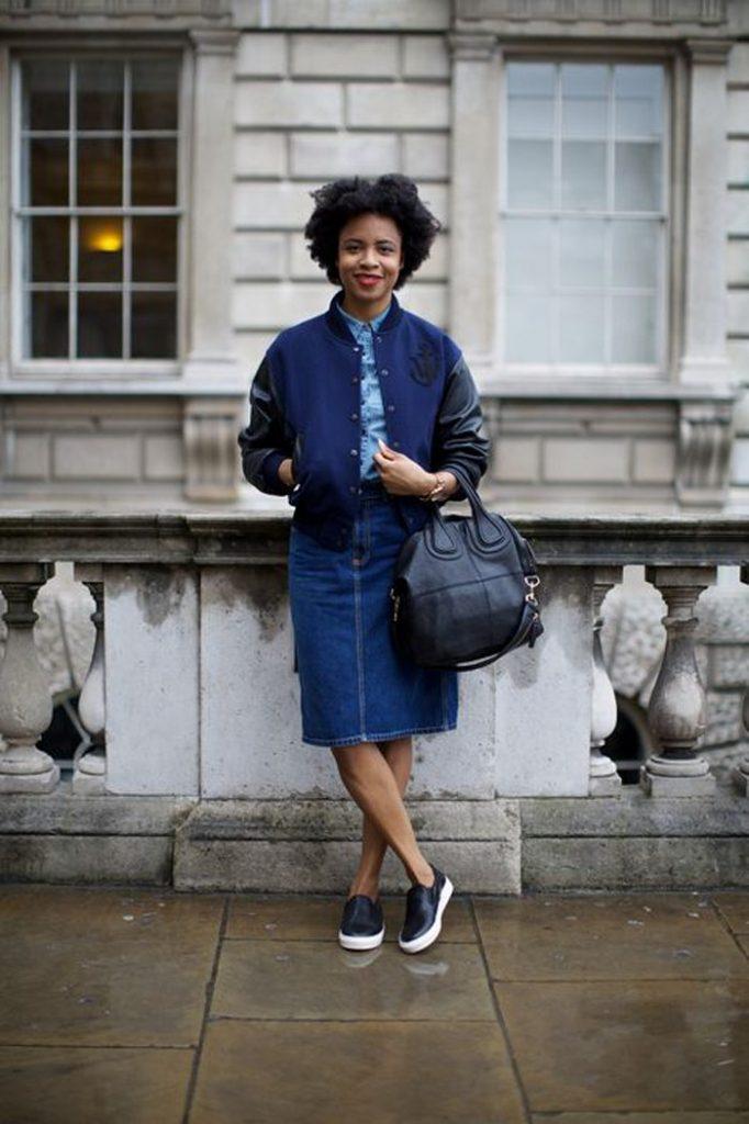 Джинсовые юбки со слипонами позволяют формировать женственные образы, подчеркивая стройность фигуры