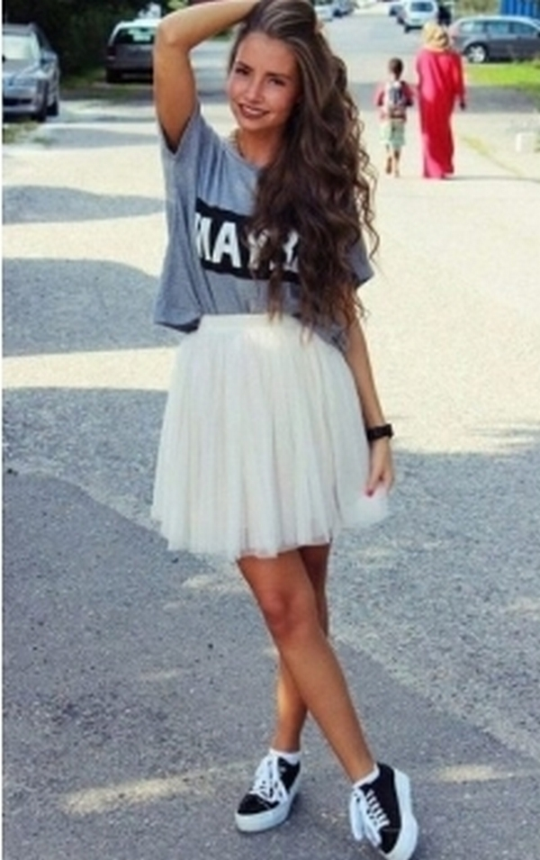 Тюлевая белая юбка со слипонами на белоснежной нетолстой подошве – воздушный лук для каждого дня