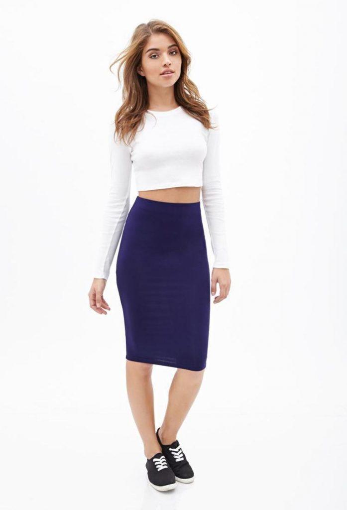 Трикотажная юбка карандаш – отличный выбор к слипонам с ложной шнуровкой