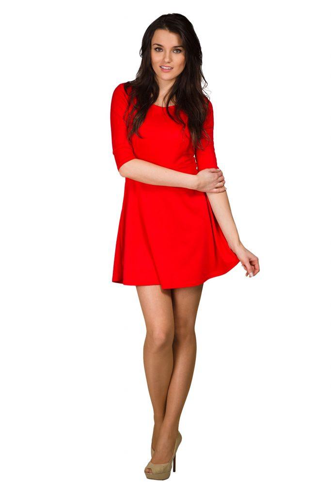 Изящные бежевые туфельки с открытым носом эффектно дополнят игривый образ с красным платьем.