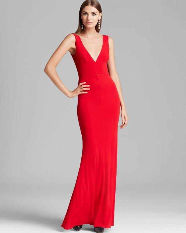 Черные туфли - классика для красного макси-платья