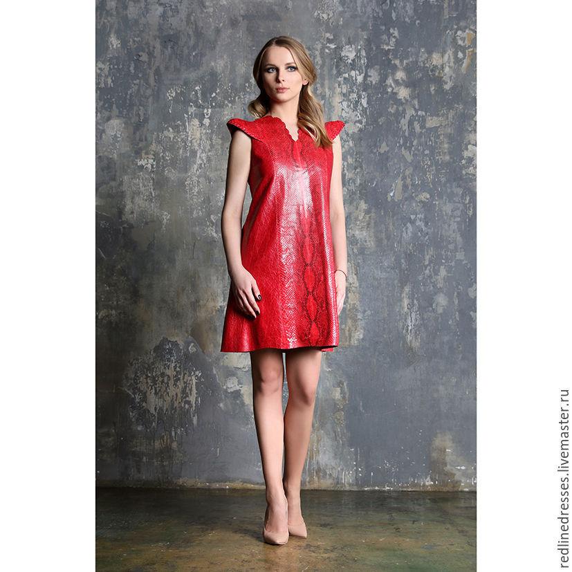 Нюдовые туфельки сделают лук с кожаным платьем сдержанным и стильным.