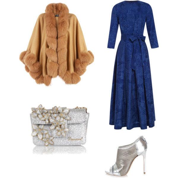 Серебристые туфли и клатч – лучшие компаньоны длинного темно-синего платья из плотного материала и накидки с мехом