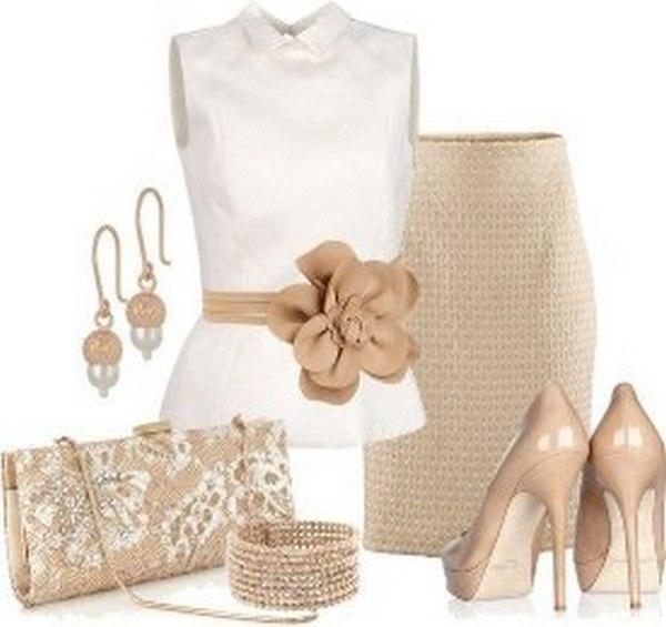 Юбка карандаш, белая блузка клатч в пастельных тонах – стильные предметы туалета к нюдовым туфлям на шпильке