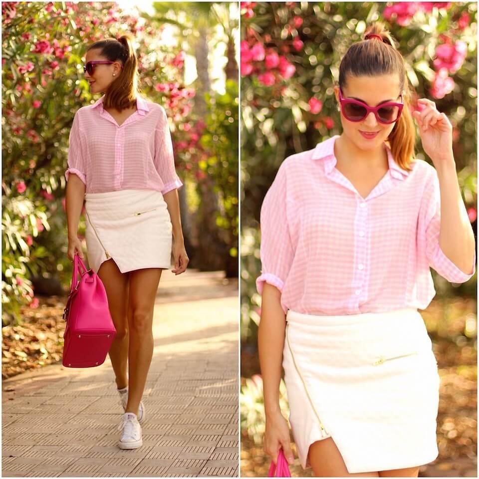 Розовая рубашка, белая юбка мини и ярко-розовая сумка – свежие и нежный образ для городских прогулок