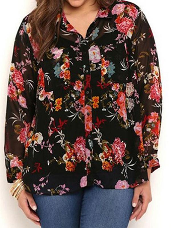 Флористические мотивы в расцветке рубашки подходят леди всех возрастов