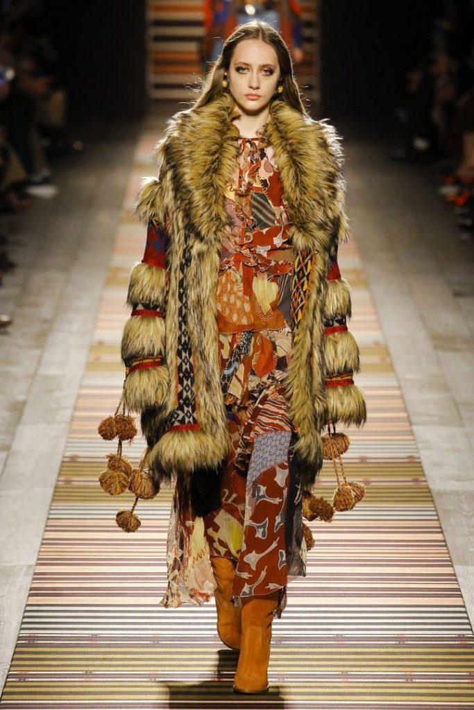 Зимний бохо пестрит разноцветием нарядов, верхней одежды из меха