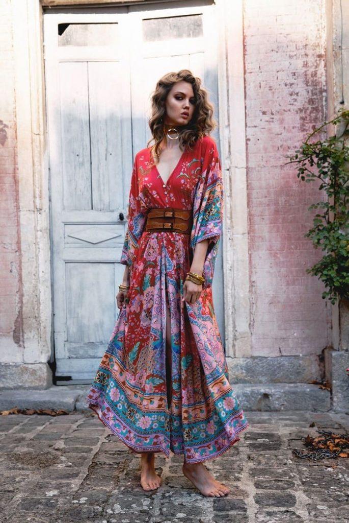 Разноцветные летящие юбки и платья - неотъемлемая деталь летних аутфитов бохо