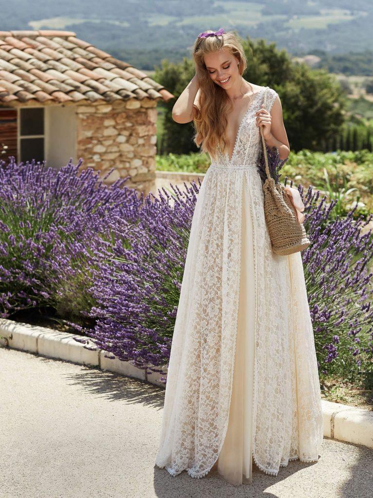 Свадебные платья в бохо стиле отличают свободные силуэты, многослойные юбки, натуральные материалы