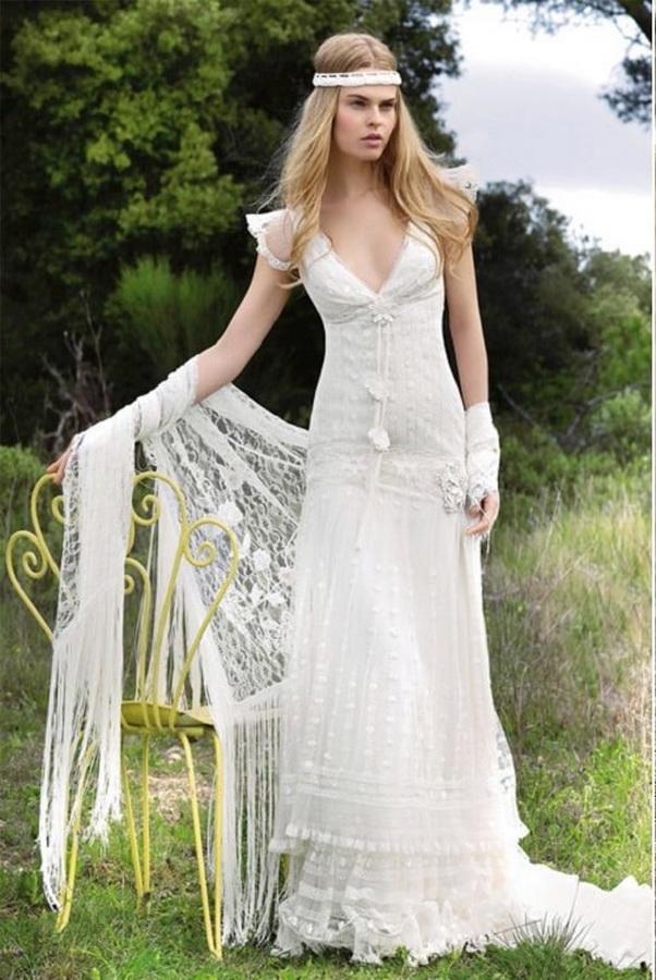 Наряд невесты в стиле бохо с головной повязкой и кружевной шалью