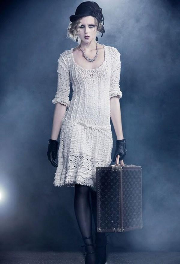 Наряд в стиле ретро или винтаж-бохо включает платья и шляпки, модные много лет назад, и выглядит вынутым из старинных сундуков