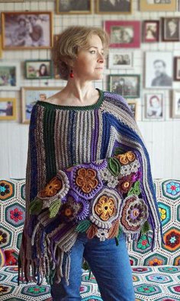 Бахрома, цветы крупной вязки - характерный декор свитеров в бохо стиле