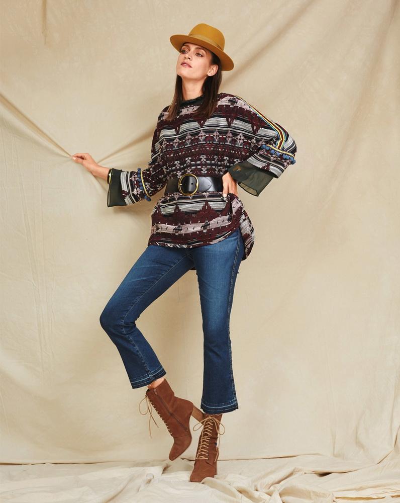 Аппликации, принты, этно узоры на свитерах бохо позволяют собирать стильные капсулы с джинсами, юбками, платьями