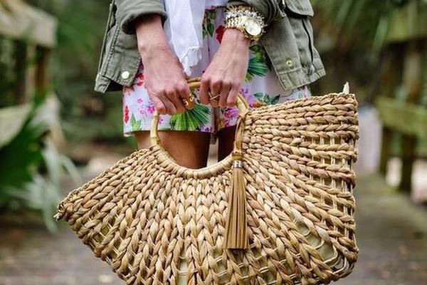 Сумки из соломки необычной формы - выбор модниц для дополнения образов в бохо стиле