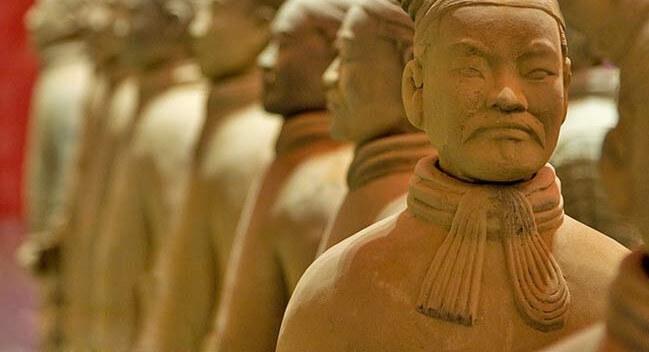 Шарф впервые появился в качестве защиты от холода, в китайской армии более 5 веков назад