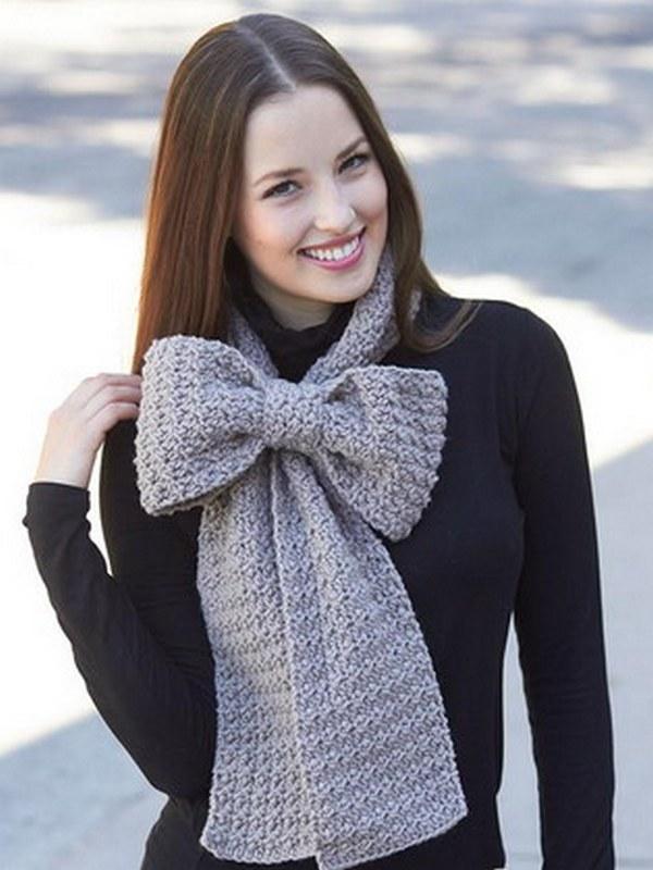 Узел-бант - одна из необычных разновидностей завязывания шарфа на пальто
