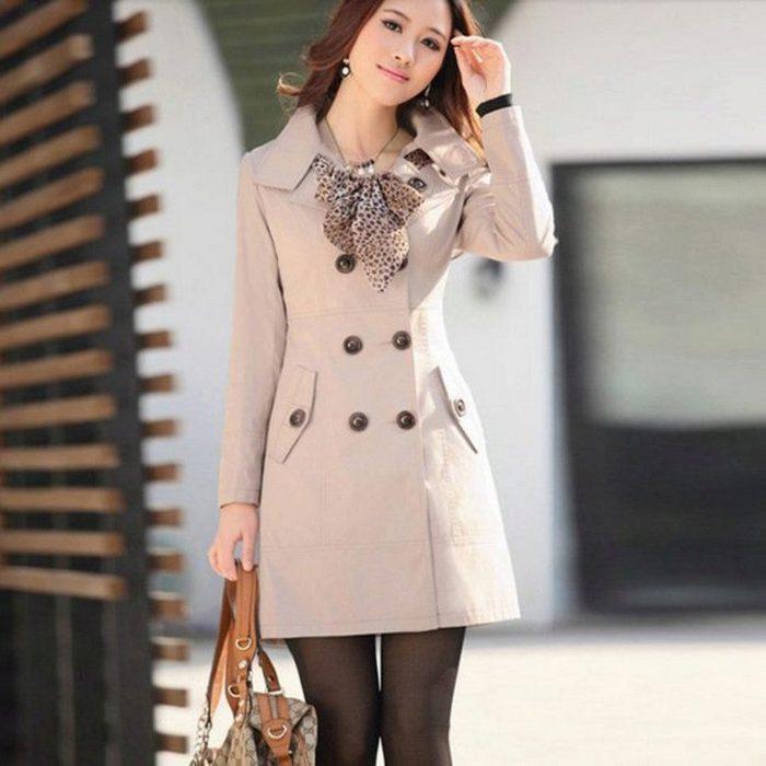Пальто без воротника и легкий шарфик, завязанный плетенным узлом - стильная и эффектная капсула